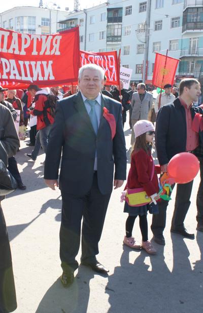Владимир Коньков на первомайской демонстрации