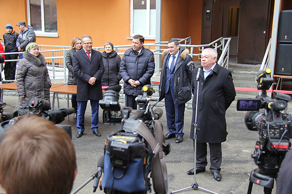 Владимир Коньков на вручении ключей от квартир в ЖК Рощинский