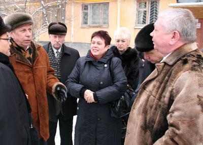 Владимир Коньков объезжает горячие коммунальные точки